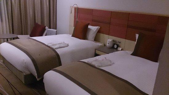 JR Kyushu Hotel Blosson Hakata Chuo : Big and comfortable bed