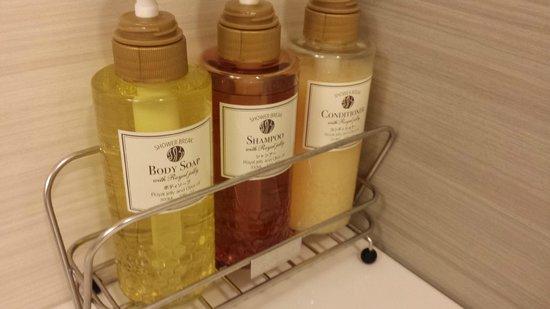 JR Kyushu Hotel Blossom Hakata Chuo: Bathroom amenties