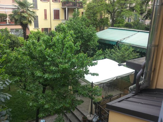Hotel Adler: Vista sul giardino