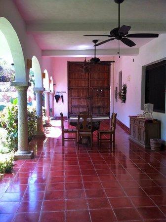 Hotel Posada San Juan: Outside Dining Table