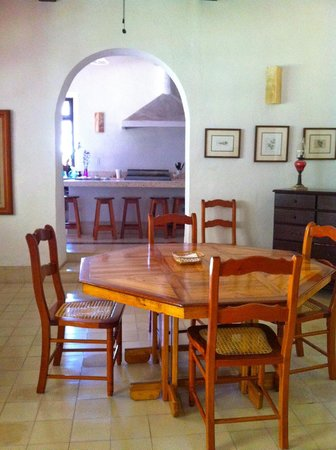 Hotel Posada San Juan: Dining & Kitchen area