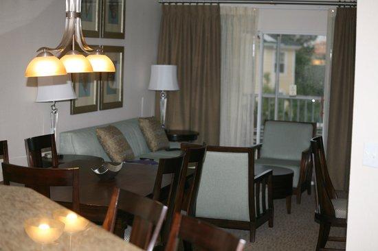 Sheraton Vistana Resort - Lake Buena Vista: Beautiful living area with Sofa Sleeper