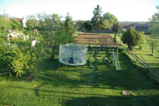 Chambres d'Hotes Le Tilleul : un jardin très soigné