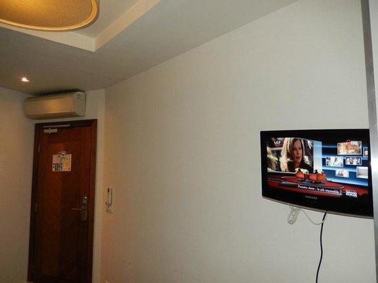 Art Hotel Lafayette: Телевизор