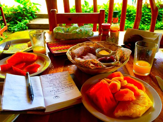 Paradise Island Lodge: Complimentary breakfast fresh fruit & homemade carrot bread. Delicious!!!