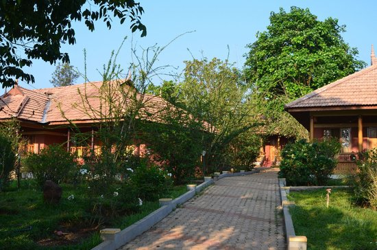 Ayurveda Yoga Villa : River view and back cottages