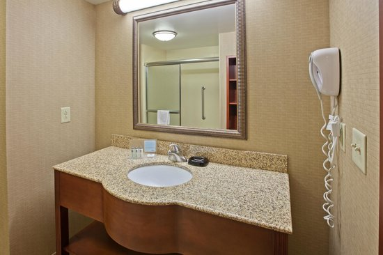 Hampton Inn & Suites Wilmington : Our guest bathroom areas feature Neutrogena products and every room features a hair dryer