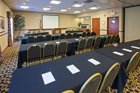 Hampton Inn & Suites Wilmington: Meet me at Hampton!  We have the perfect space for your meeting!