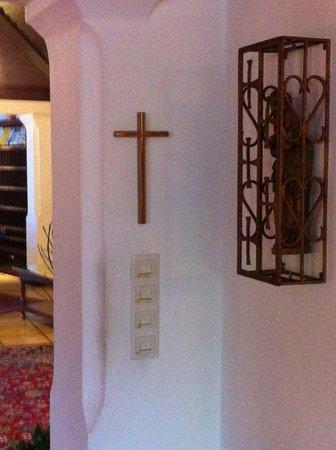 Kellner's SPA: signes religieux au salon...