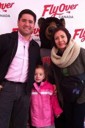 FlyOver Canada: Familia Gutiérrez Rojas 17/04/2014 Definitivamente vale la pena hacer esta parada, comprar los