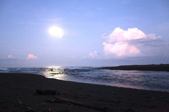 Corcovado National Park: Moon over river/Pacific Ocean- Corcovado