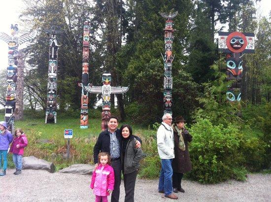 Brockton Point Totem Pole: Familia Gutiérrez Rojas Abril 2014