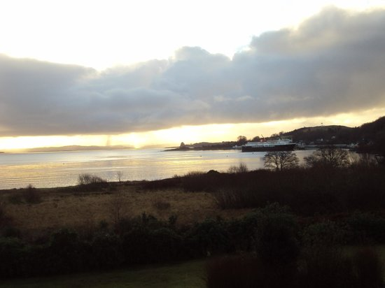 Isle of Mull Hotel & Spa : early morning ferry arrives at Craignure