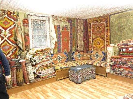 Kervan Carpet & Kilim: 店内