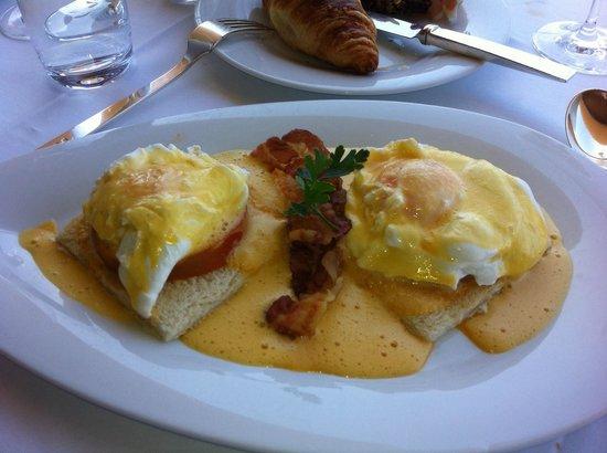 Vila Joya: Frühstück. Eggs Benedict