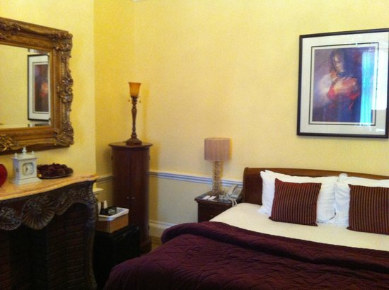 St Giles House Hotel: Old decor