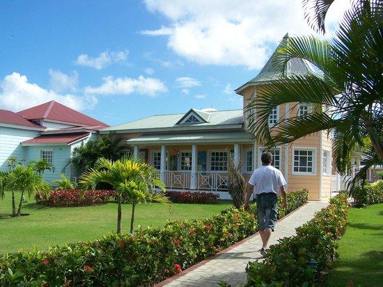 Grand Bahia Principe El Portillo : Le Pueblo Principe et ses boutiques