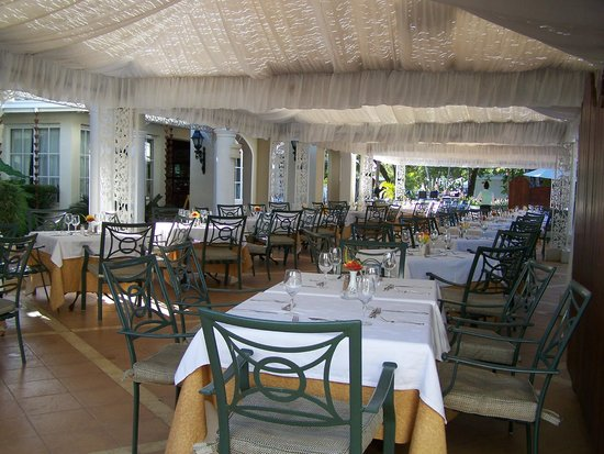 Grand Bahia Principe El Portillo : La salle à manger extérieure