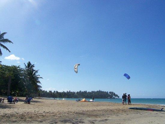 Grand Bahia Principe El Portillo : Playa El Portillo et le kitesurf