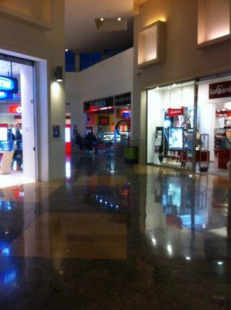 Galleria negozi foto di forum palermo palermo tripadvisor for Negozi di arredamento palermo