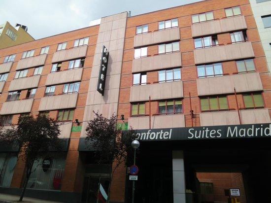 ILUNION Suites Madrid: La facciata dell'albergo