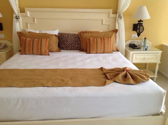 Luxury Bahia Principe Bouganville Don Pablo Collection : king bed