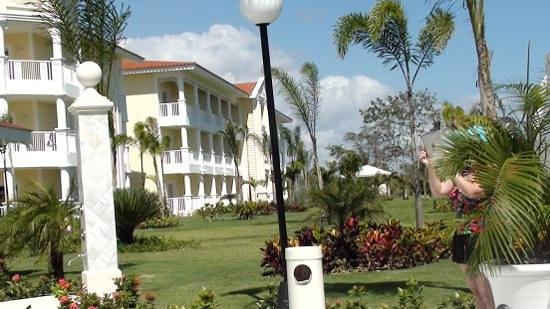 Luxury Bahia Principe Bouganville Don Pablo Collection : back of resirt near wading pool