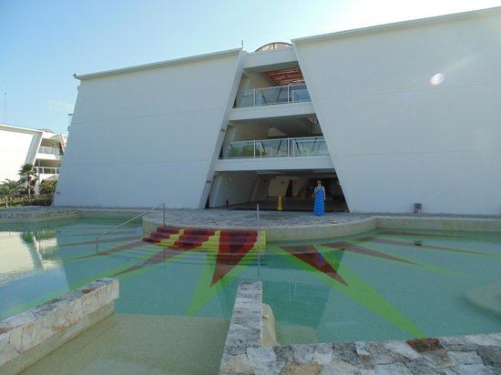 Grand Sirenis Riviera Maya Resort & Spa : Pool outside building 18
