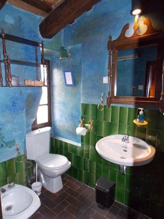 Masia Sumidors: regular bathroom