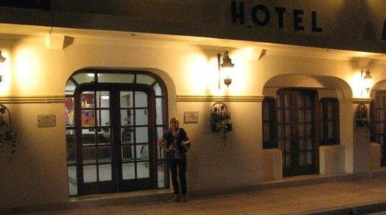 Hotel Asturias: En el frente del Hotel