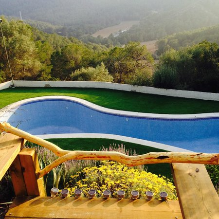 Masia Sumidors: from the bar to the pool