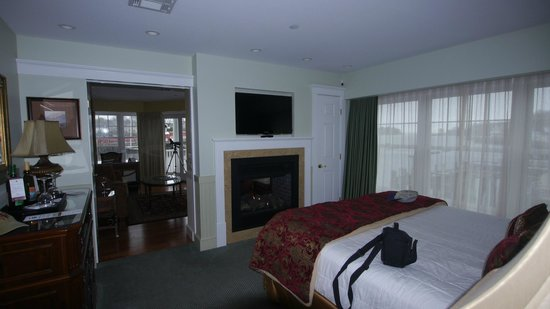 Grand Harbor Inn: Bedroom of the Suite