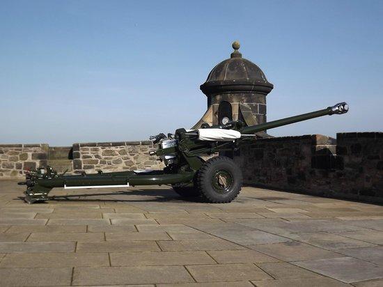 Edinburgh Castle: 1 oclock gun