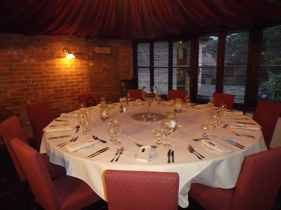 Fayre View: The lovely round table really made our night special