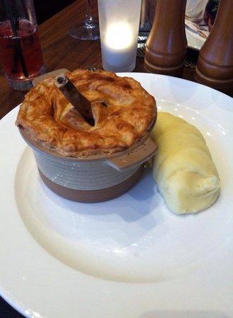 Macdonald Inchyra Hotel & Spa: Lamb shank pie