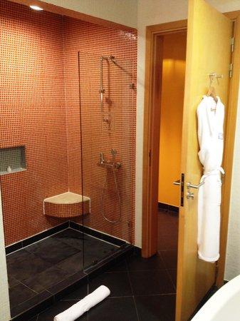 Villa madiba hotel: Bathroom