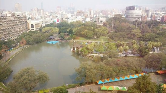 Holiday Inn Express Taichung Park: park view from my window!!!