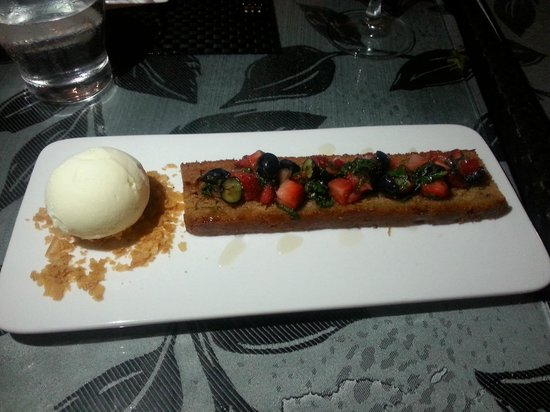 7 Adam : Honeycake (topped with mixed berries & basil leaves - yuppp dare you to try!) with vanilla ice-c