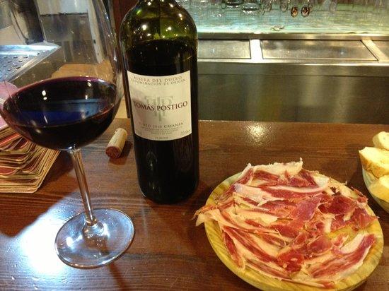 Prost: Buen vino y buen jamón - qué mas se puede pedir.