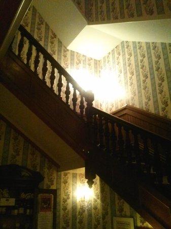 Fairbanks House: Beautiful staircase!