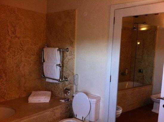 Castello del Nero Boutique Hotel & Spa: Castello del Nero. Bagno camera deluxe