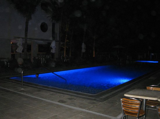 Costa d'Este Beach Resort & Spa : Pool side at night