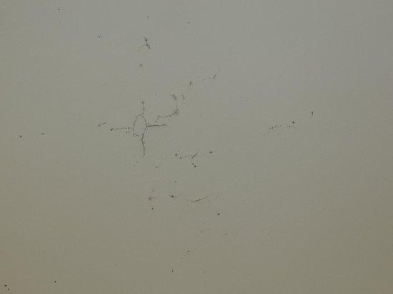 Days Inn Port Royal/Near Parris Island: Bathroom ceiling