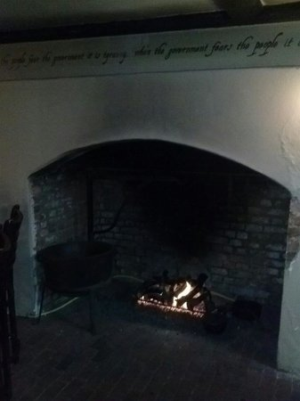 Reynolds Tavern : 1747 pub