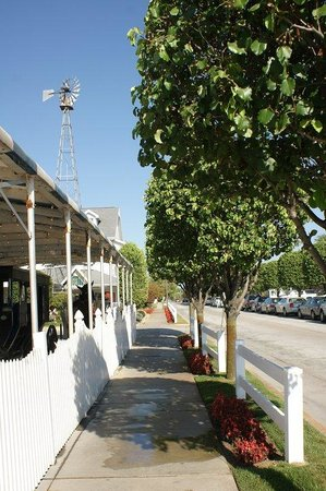 BEST WESTERN PLUS Howe Inn: Local Township