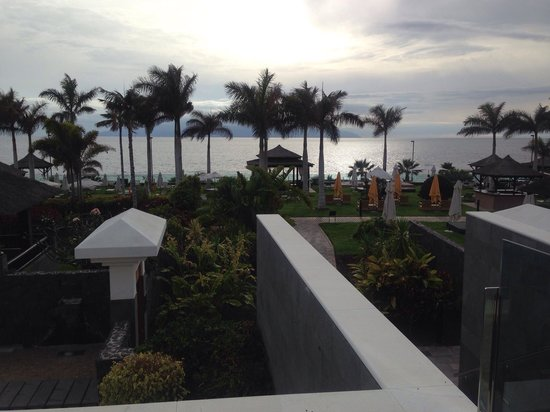 Gran Melia Palacio de Isora Resort & Spa: Impresionantes vistas a la Gomera desde el Redlevel