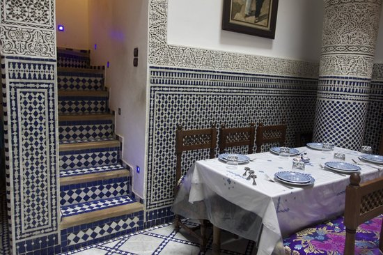 Le Patio Bleu: Beautiful tiled stairs lead to the roof