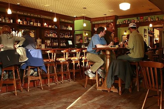 The Irish Embassy Pub: interior