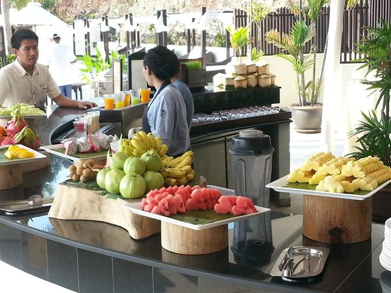 Anantara Lawana Koh Samui Resort: Breakfast fruit desk
