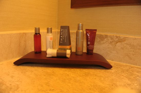Toronto Airport Marriott Hotel : Upscale toiletries are a very nice touch